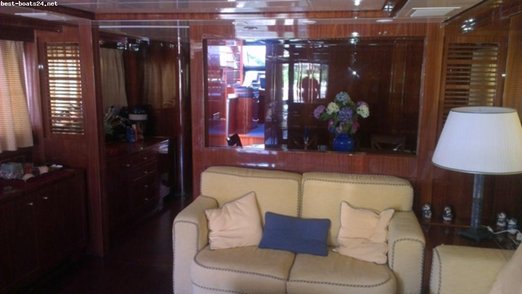 RIVIERA 36 SC FLYBRIDGE Click on the pictures to enlarge! Watch boat videos ...